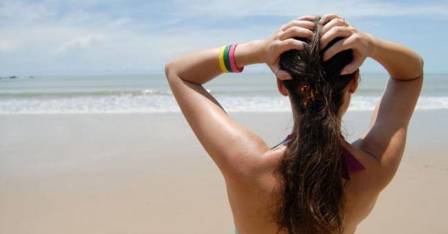 Capelli: i rimedi naturali per proteggerli da vento e sole