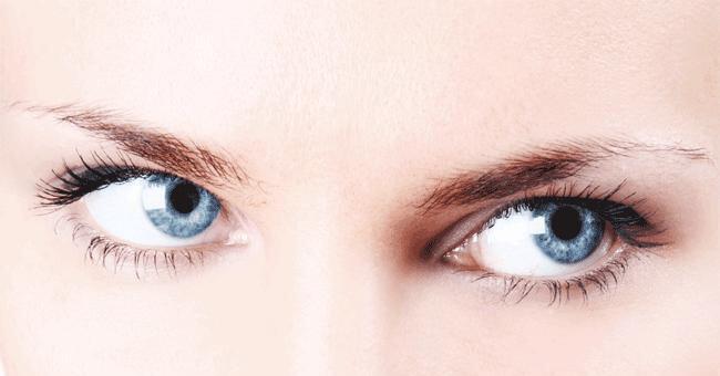Occhi luminosi con i rimedi naturali