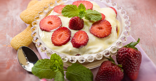 Tiramisù light alle fragole: riduci le calorie a metà