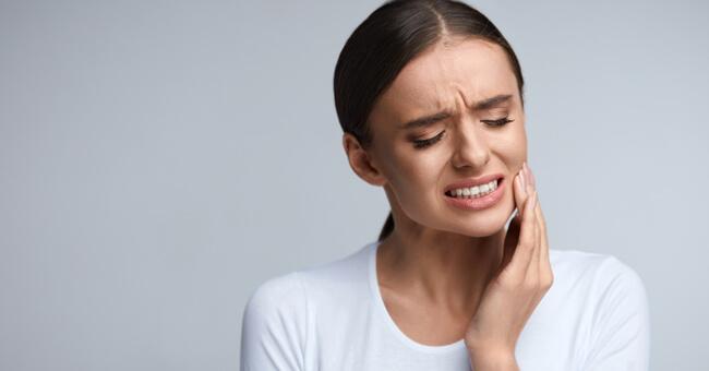 Mal di denti: ecco i rimedi naturali più efficaci