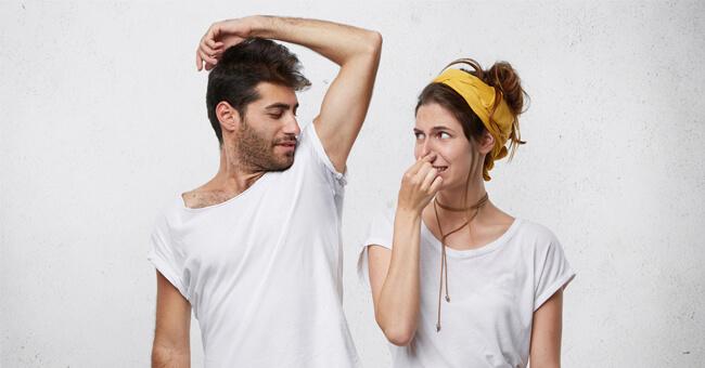 Sudorazione eccessiva in estate? Ecco i rimedi naturali
