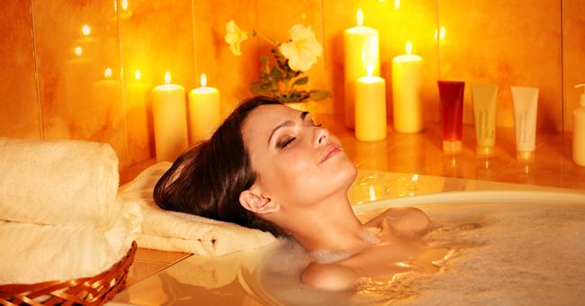 Le miscele di oli essenziali per un bagno rilassante e antistress