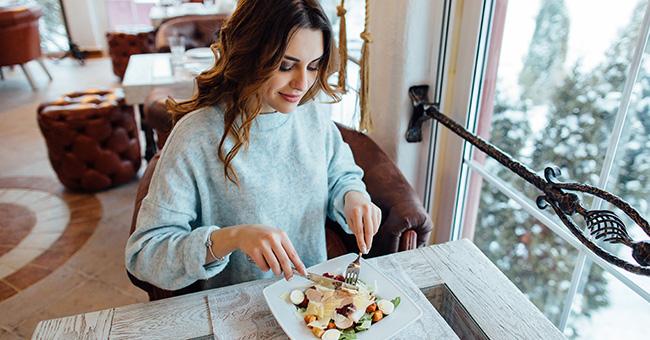 Gonfiore dopo i pasti: le regole per ridurlo