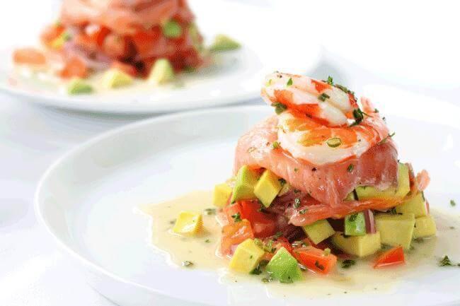 Antipasto di salmone e avocado per un cervello attivo