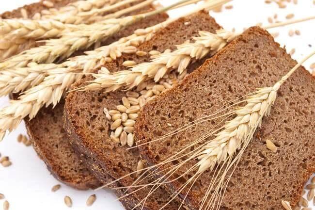 pane di segale o integrale per perdere peso