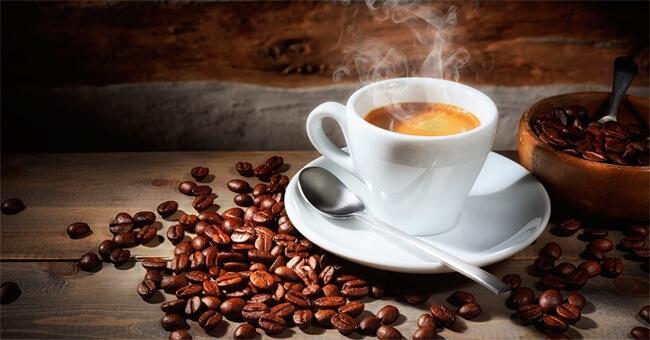 Il caffè drena i liquidi e migliora la digestione