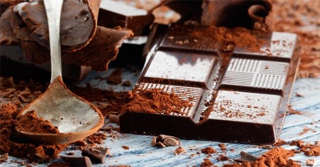 Il cioccolato fondente fa bene al cuore