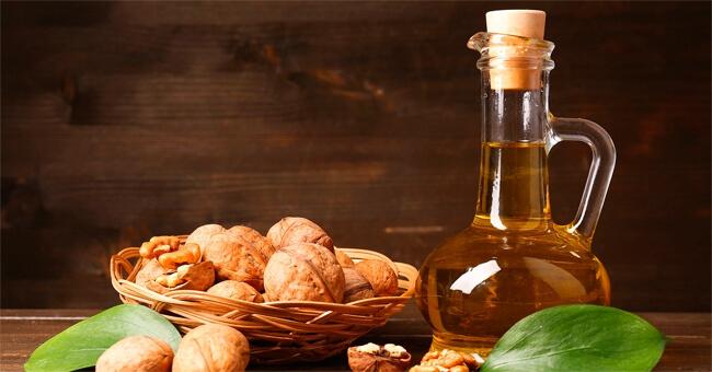 Ribes, caprini, olio di noci: la dieta estiva a tutta salute