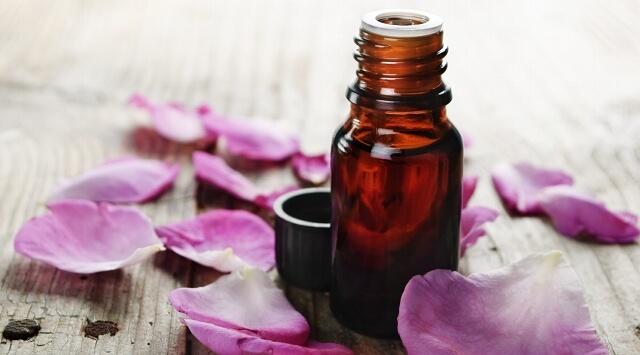 Rinnova la pelle con i petali di rosa