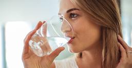 L'acqua fa dimagrire? Si, se la bevi all'ora giusta