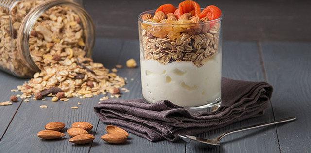 Prova lo yogurt vegetale: stesso gusto, metà zuccheri