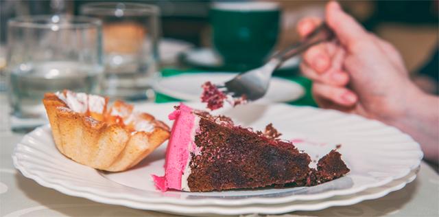 Dipendenza dai dolci: così te ne liberi e perdi peso