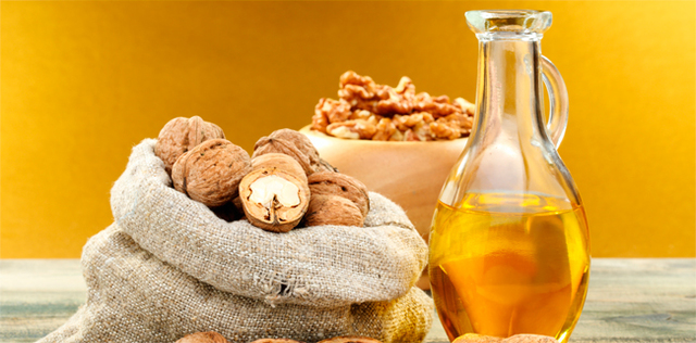 Oli vegetali antiage: ecco i condimenti top per restare giovani
