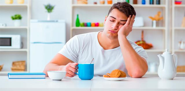 Sono sempre stanco e mangio troppo: che fare?