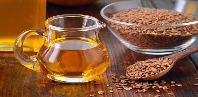 Olio di semi di lino benefici: una miniera di Omega 3 e 6