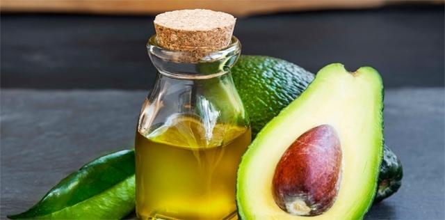 Via le smagliature con l'olio di avocado!